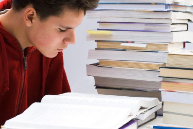 كبسولة مستر أحمد سامي (الحصة الأخيرة في الساعات الأخيرة) لمراجعة ليلة الامتحان في مادة اللغة الإنجليزية للصف الثالث الثانوي المنهج الجديد 2020